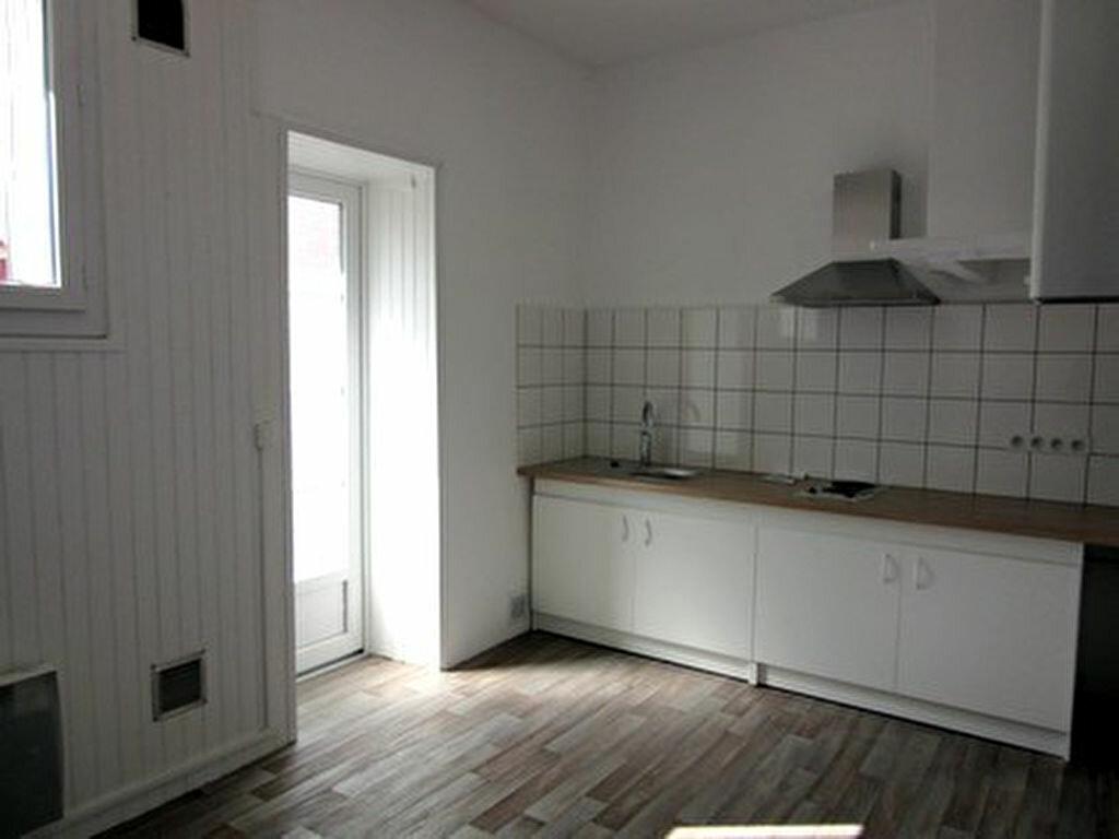 Appartement à louer 1 35m2 à Tarbes vignette-2