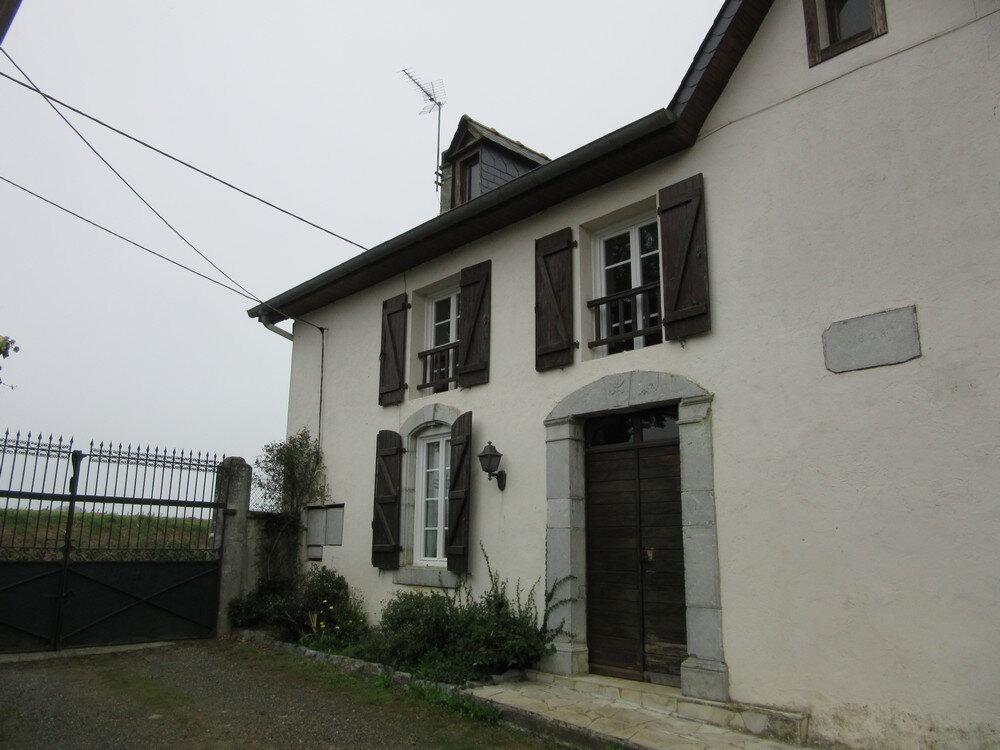 Maison à louer 4 124m2 à Oroix vignette-1