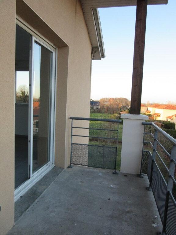 Appartement à vendre 3 62m2 à Vic-en-Bigorre vignette-3