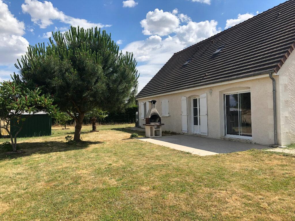 Maison à louer 5 130m2 à Auzouer-en-Touraine vignette-1