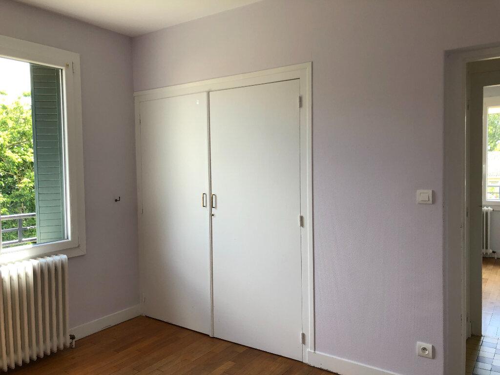 Maison à louer 4 109m2 à Saint-Cyr-du-Gault vignette-4