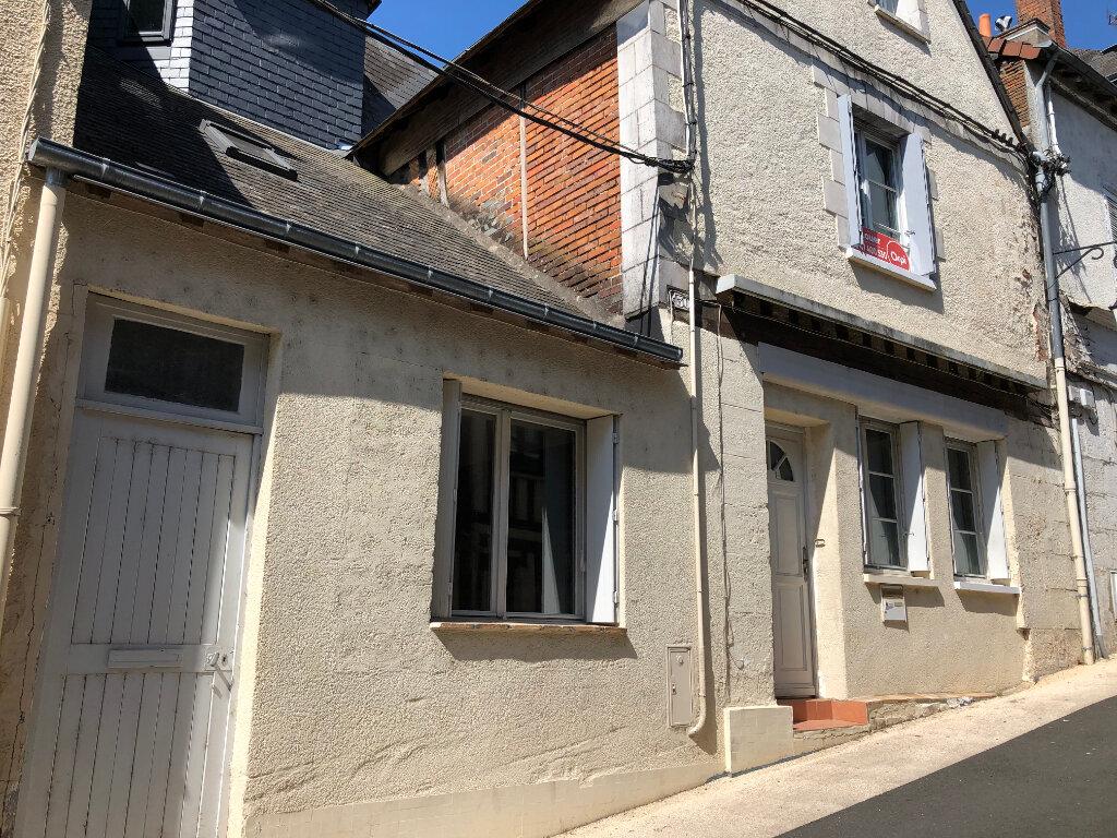 Maison à louer 5 120m2 à Château-Renault vignette-1