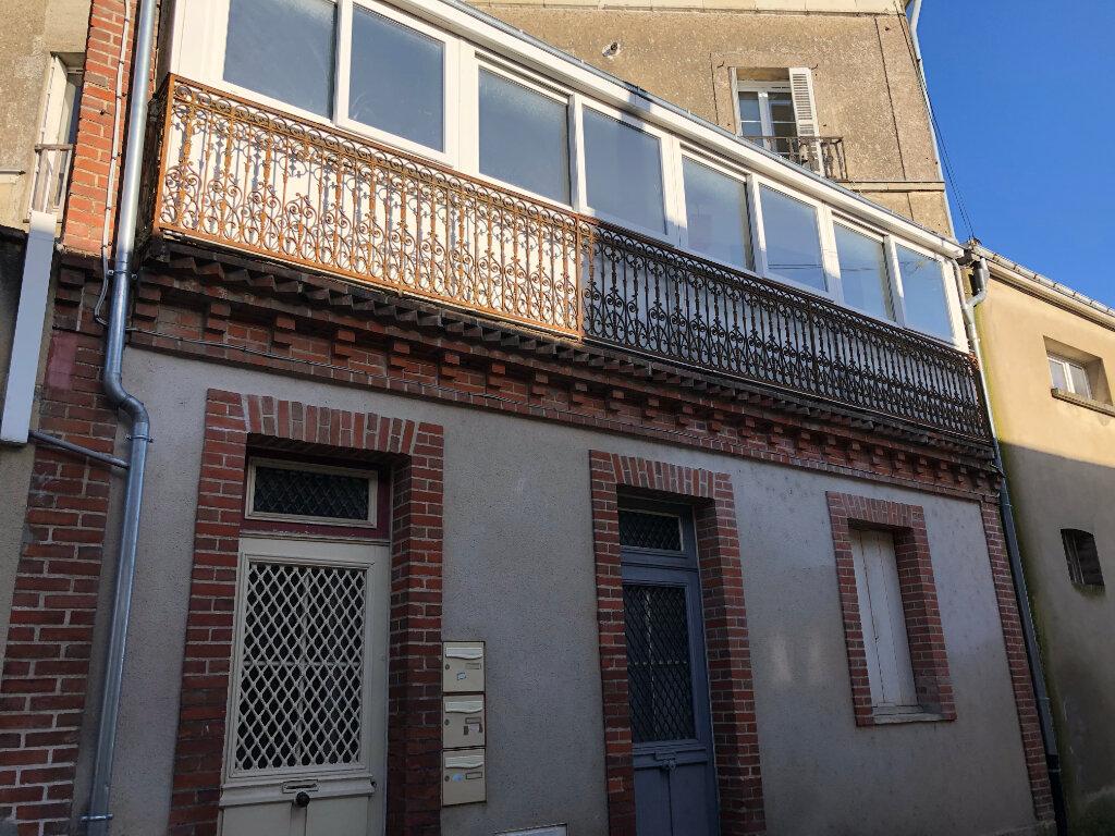 Appartement à louer 3 71.5m2 à Château-Renault vignette-1