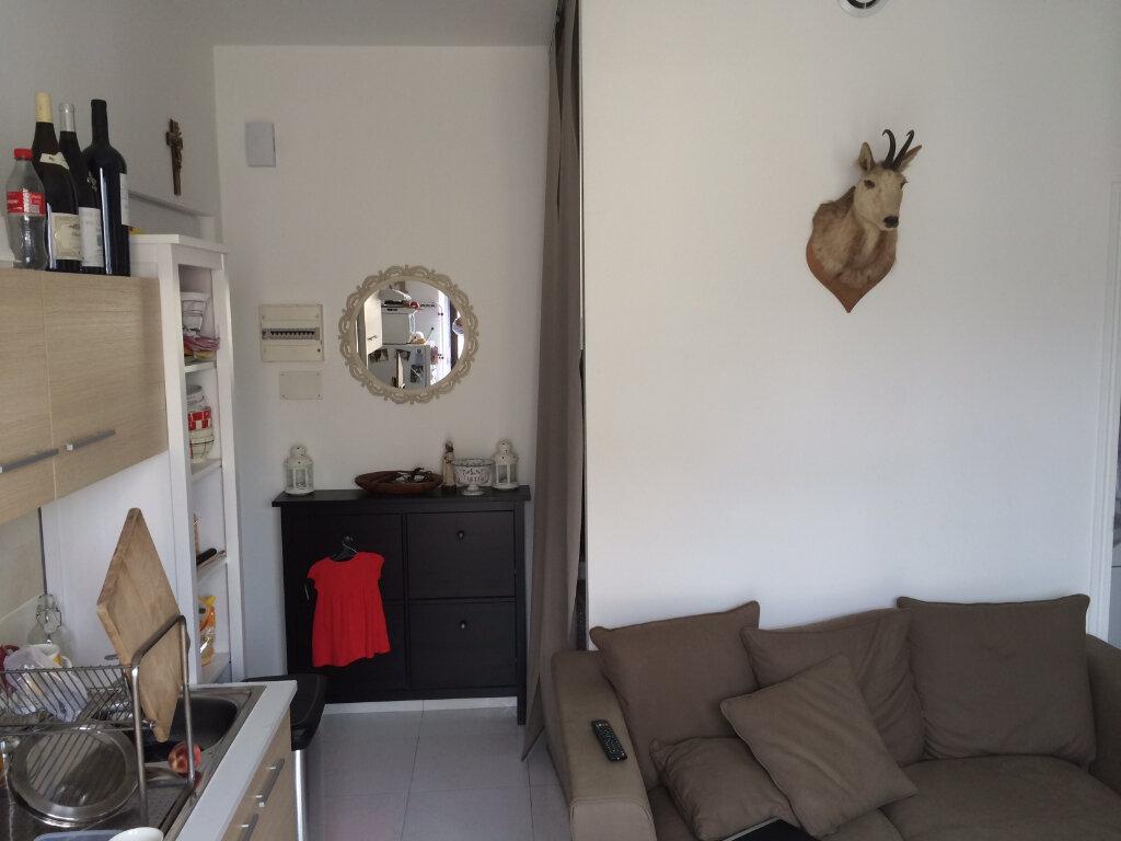 Appartement à louer 2 35m2 à Lorient vignette-2