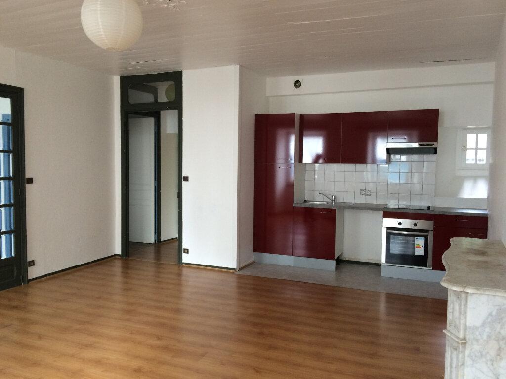 Appartement à louer 2 42m2 à Quimperlé vignette-1