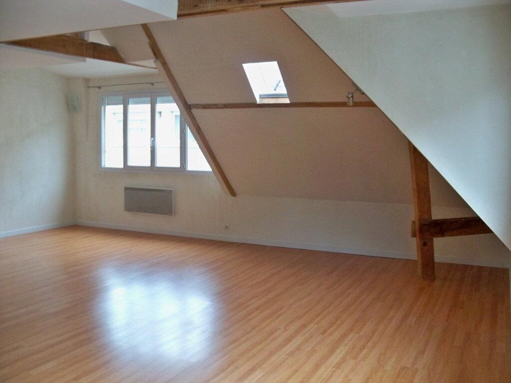 Appartement à louer 2 52m2 à Lorient vignette-3
