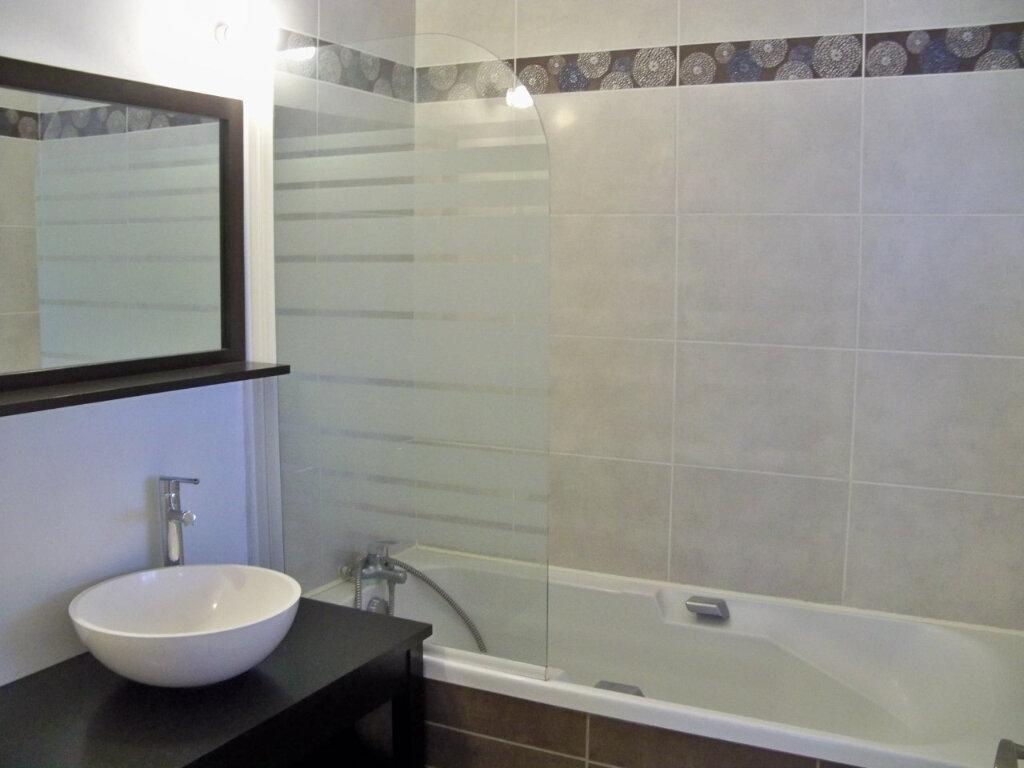 Appartement à louer 2 52m2 à Lorient vignette-10