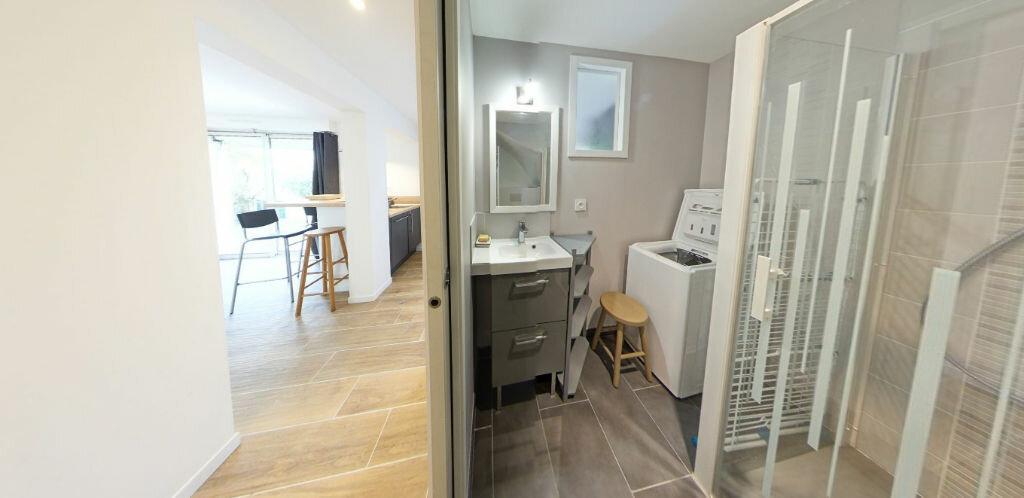 Appartement à louer 2 54.14m2 à Larmor-Plage vignette-11
