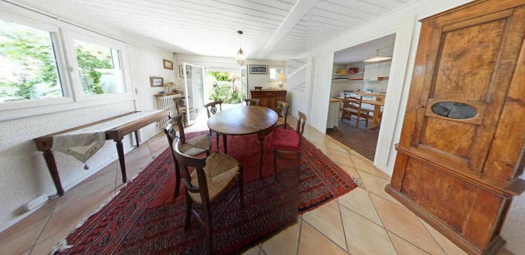 Maison à louer 6 120m2 à Larmor-Plage vignette-3