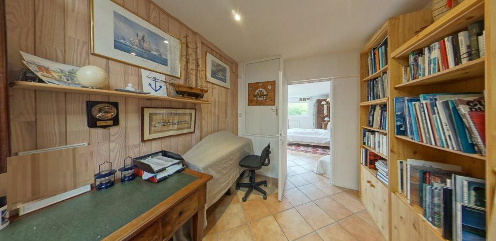 Maison à louer 6 120m2 à Larmor-Plage vignette-8