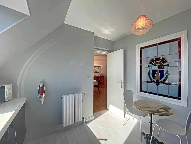 Appartement à louer 4 109m2 à Larmor-Plage vignette-9