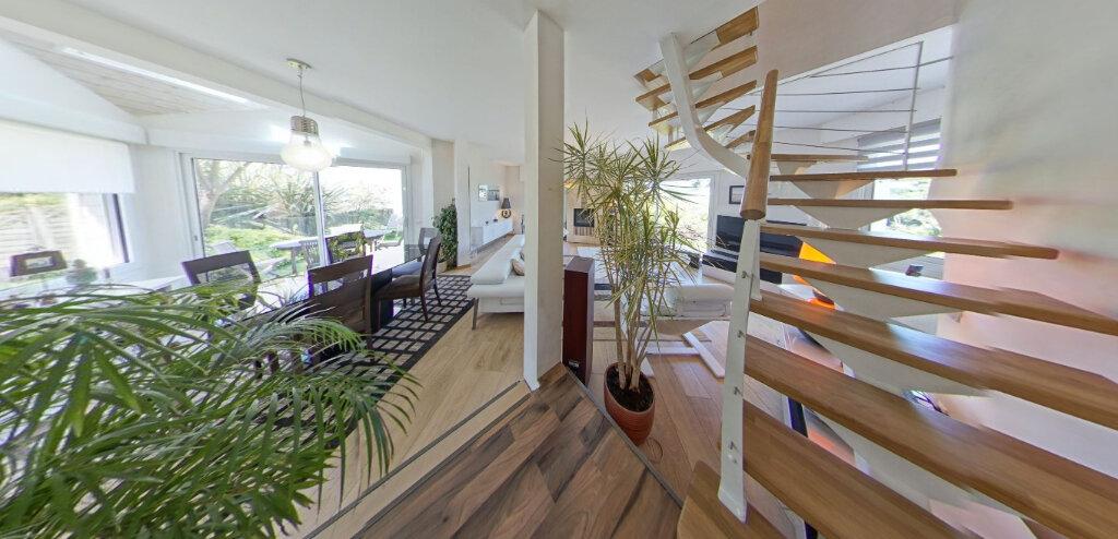 Maison à louer 5 110m2 à Larmor-Plage vignette-6