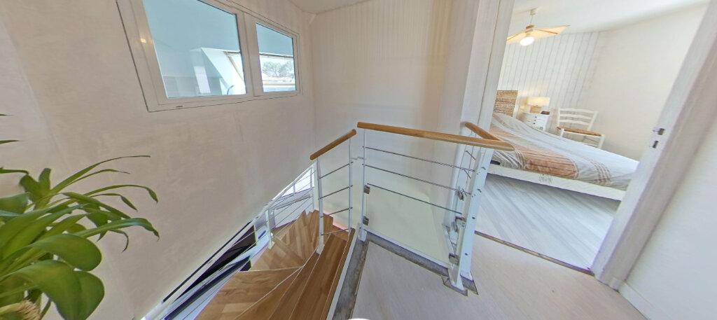 Maison à louer 5 110m2 à Larmor-Plage vignette-16