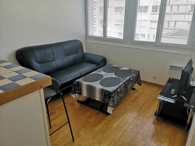 Appartement à louer 1 26m2 à Lorient vignette-5