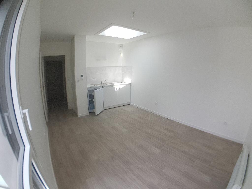 Appartement à louer 1 23.09m2 à Lorient vignette-1