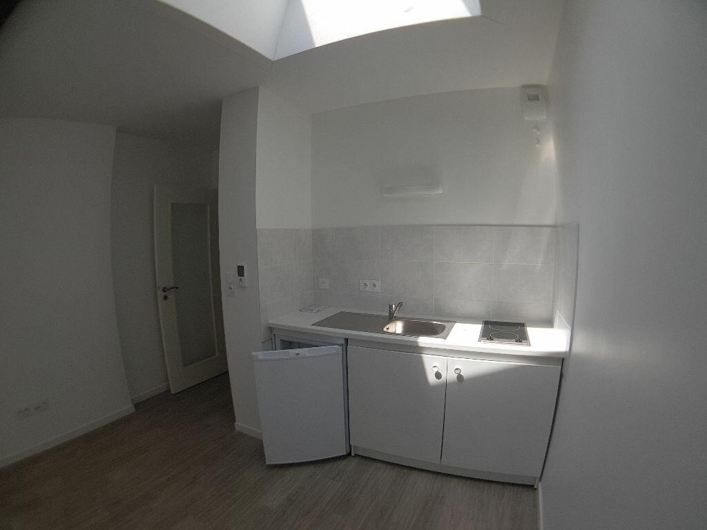 Appartement à louer 1 23.09m2 à Lorient vignette-2