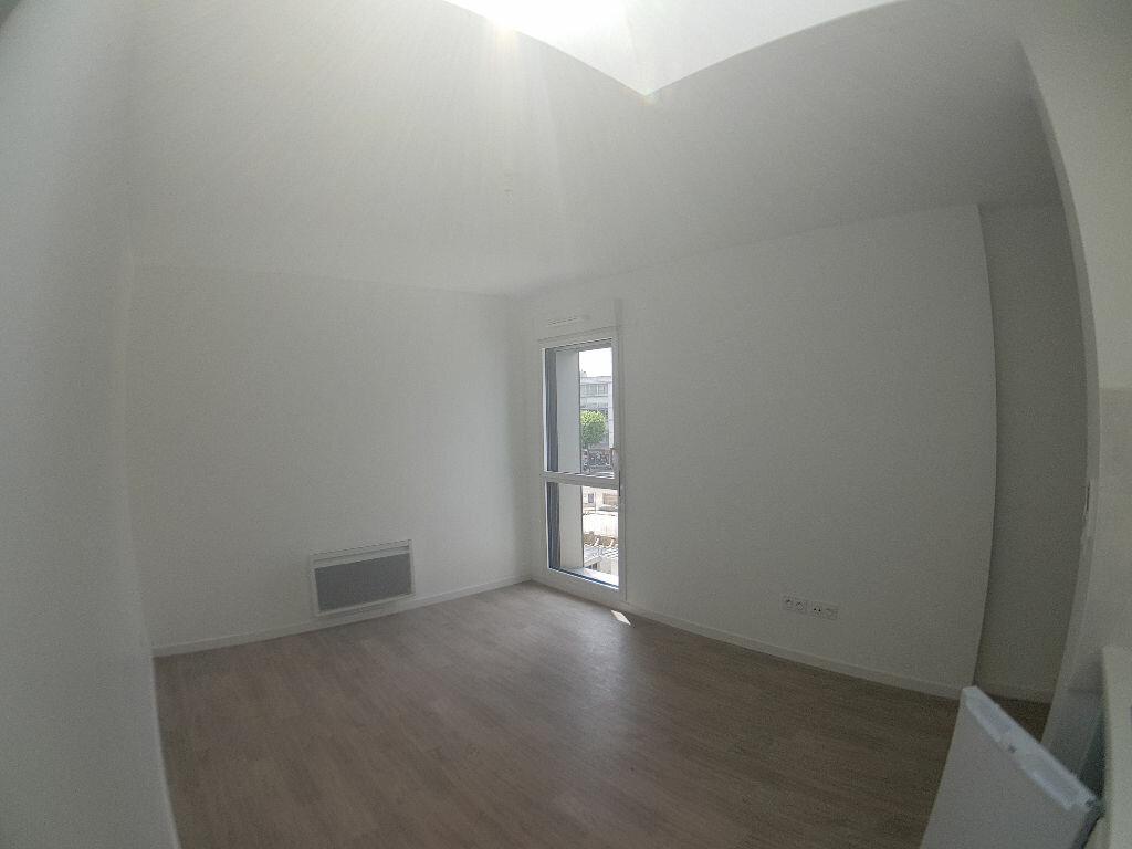 Appartement à louer 1 23.09m2 à Lorient vignette-3