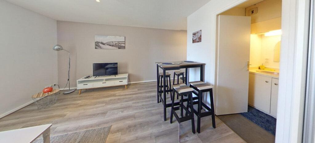 Appartement à louer 1 25m2 à Larmor-Plage vignette-3