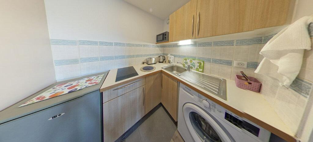 Appartement à louer 1 25m2 à Larmor-Plage vignette-5