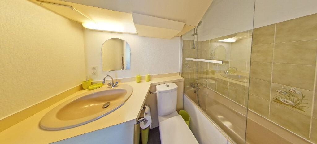 Appartement à louer 1 25m2 à Larmor-Plage vignette-8