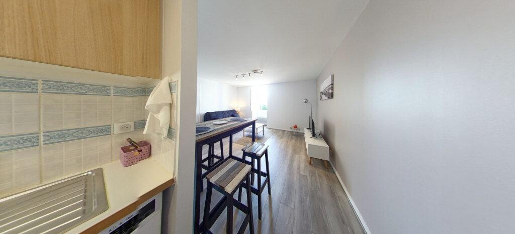 Appartement à louer 1 25m2 à Larmor-Plage vignette-9