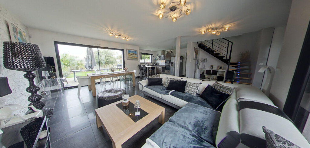 Maison à louer 4 145m2 à Lorient vignette-1