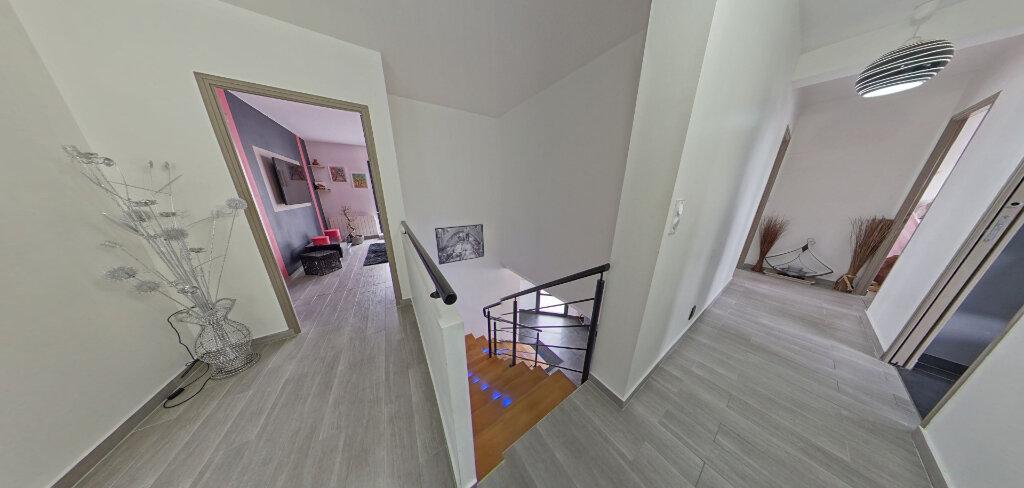 Maison à louer 4 145m2 à Lorient vignette-10