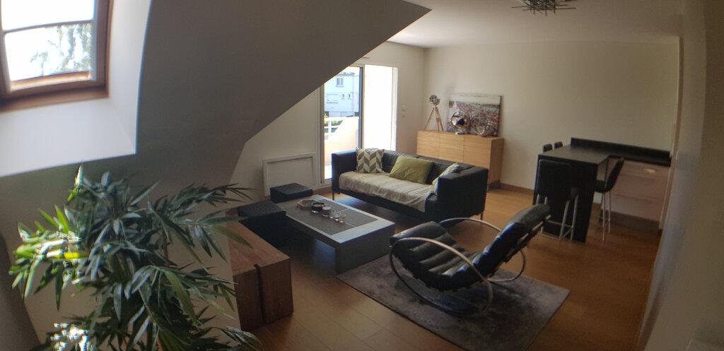 Appartement à louer 2 70.4m2 à Lorient vignette-2