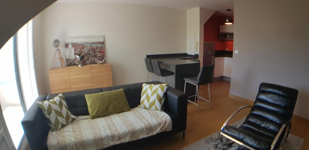 Appartement à louer 2 70.4m2 à Lorient vignette-3