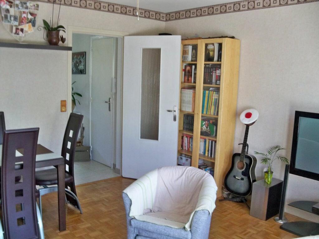 Appartement à louer 2 44m2 à Lorient vignette-2