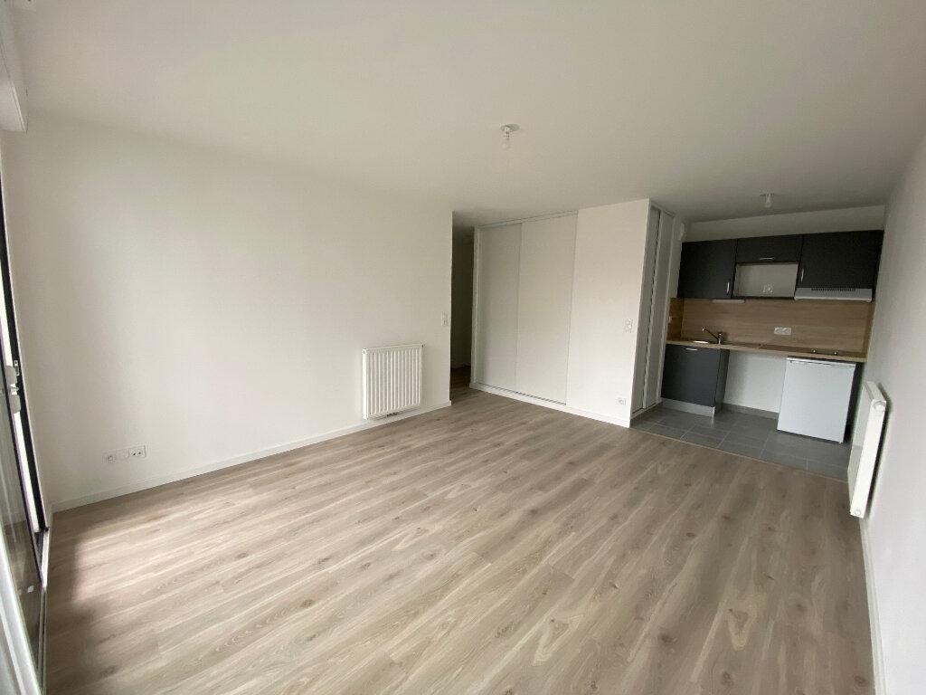 Appartement à louer 2 44m2 à Lorient vignette-1
