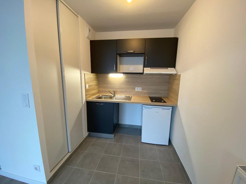 Appartement à louer 2 44m2 à Lorient vignette-3