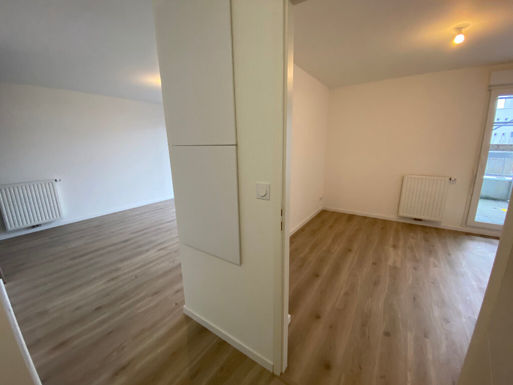 Appartement à louer 2 44m2 à Lorient vignette-6