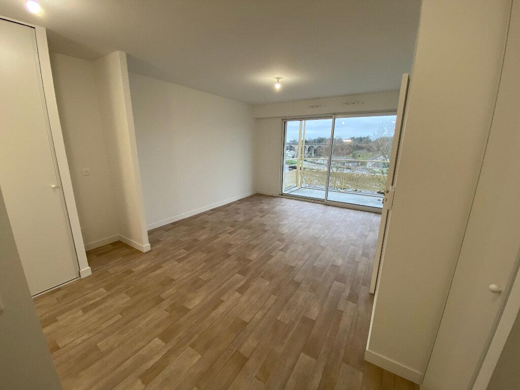 Appartement à louer 2 40.4m2 à Hennebont vignette-1