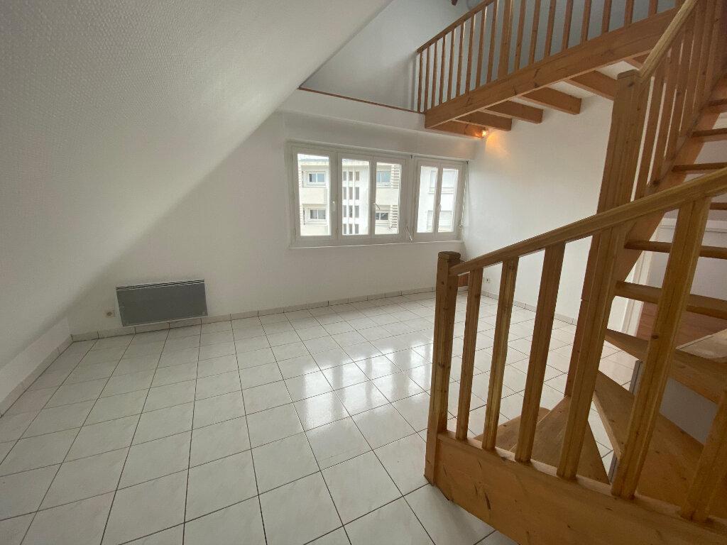 Appartement à louer 2 70m2 à Lorient vignette-2