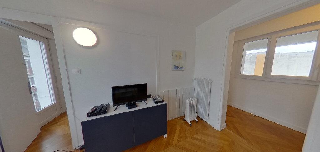 Appartement à louer 1 15m2 à Lorient vignette-3