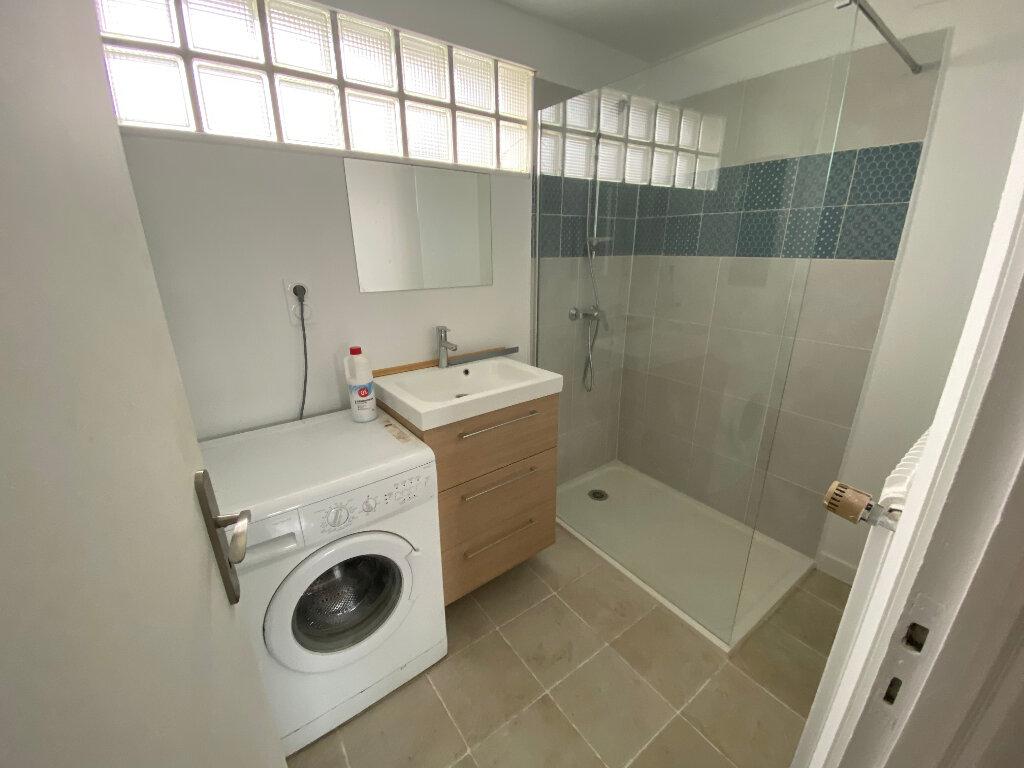 Appartement à louer 1 15m2 à Lorient vignette-7