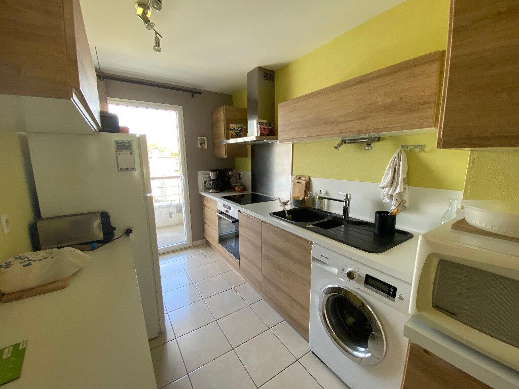 Appartement à louer 3 63.4m2 à Lorient vignette-2