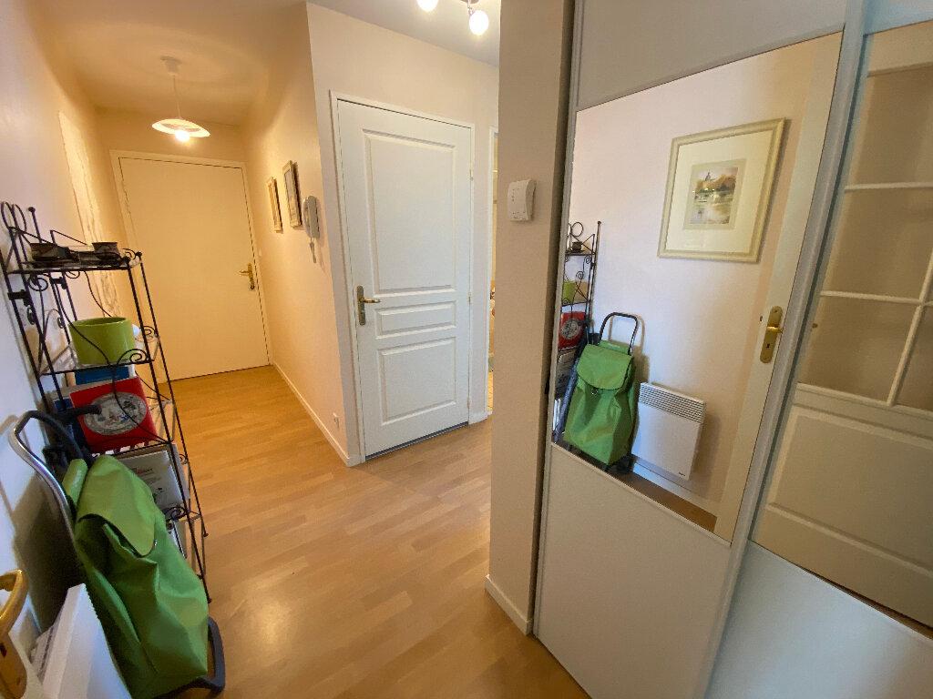 Appartement à louer 3 63.4m2 à Lorient vignette-5