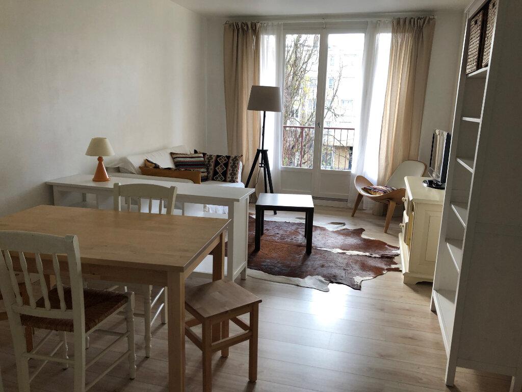 Appartement à louer 2 51.01m2 à Romainville vignette-1