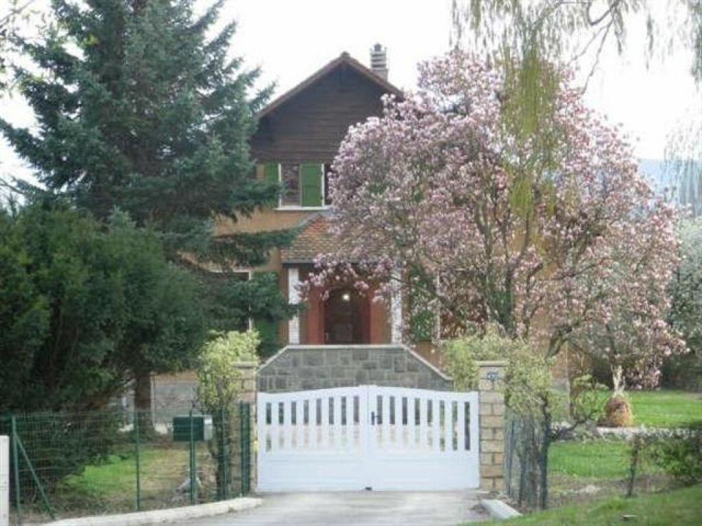 Maison à louer 6 160m2 à Veigy-Foncenex vignette-1