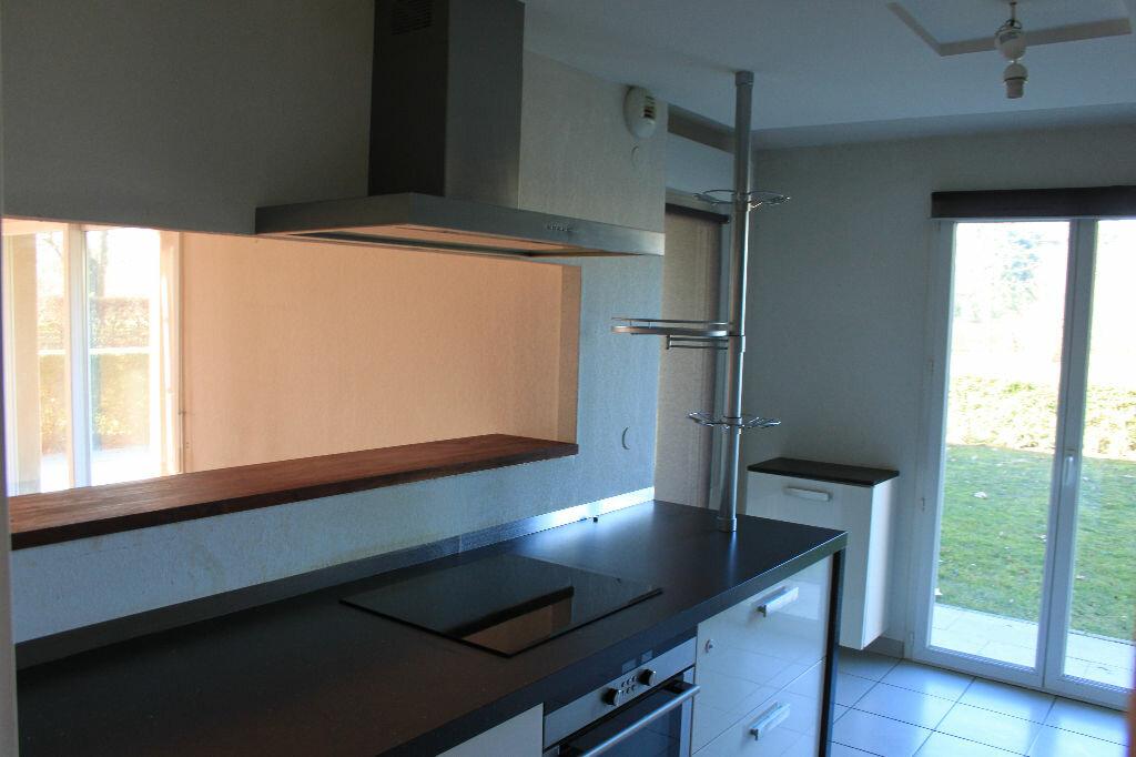 Appartement à louer 5 134m2 à Veigy-Foncenex vignette-3