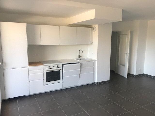 Appartement à louer 3 61.49m2 à Veigy-Foncenex vignette-3