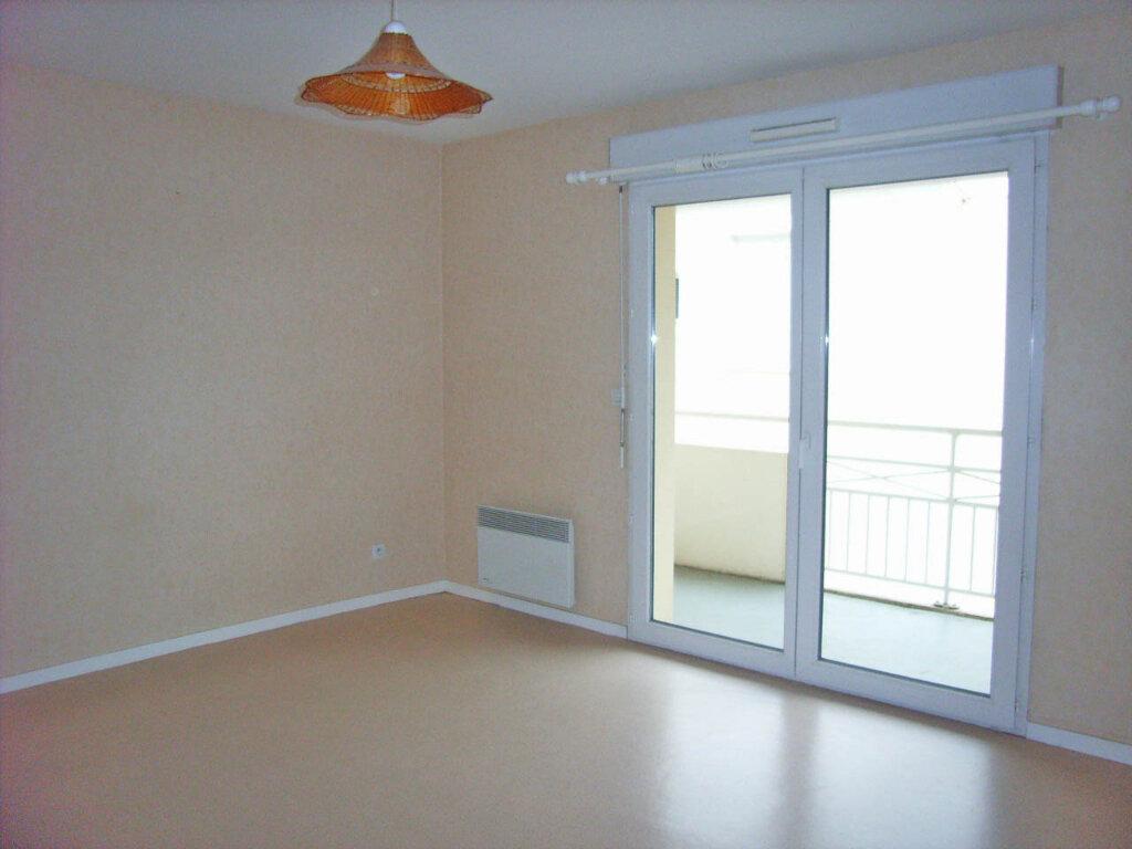 Appartement à louer 1 26m2 à Mont-de-Marsan vignette-1