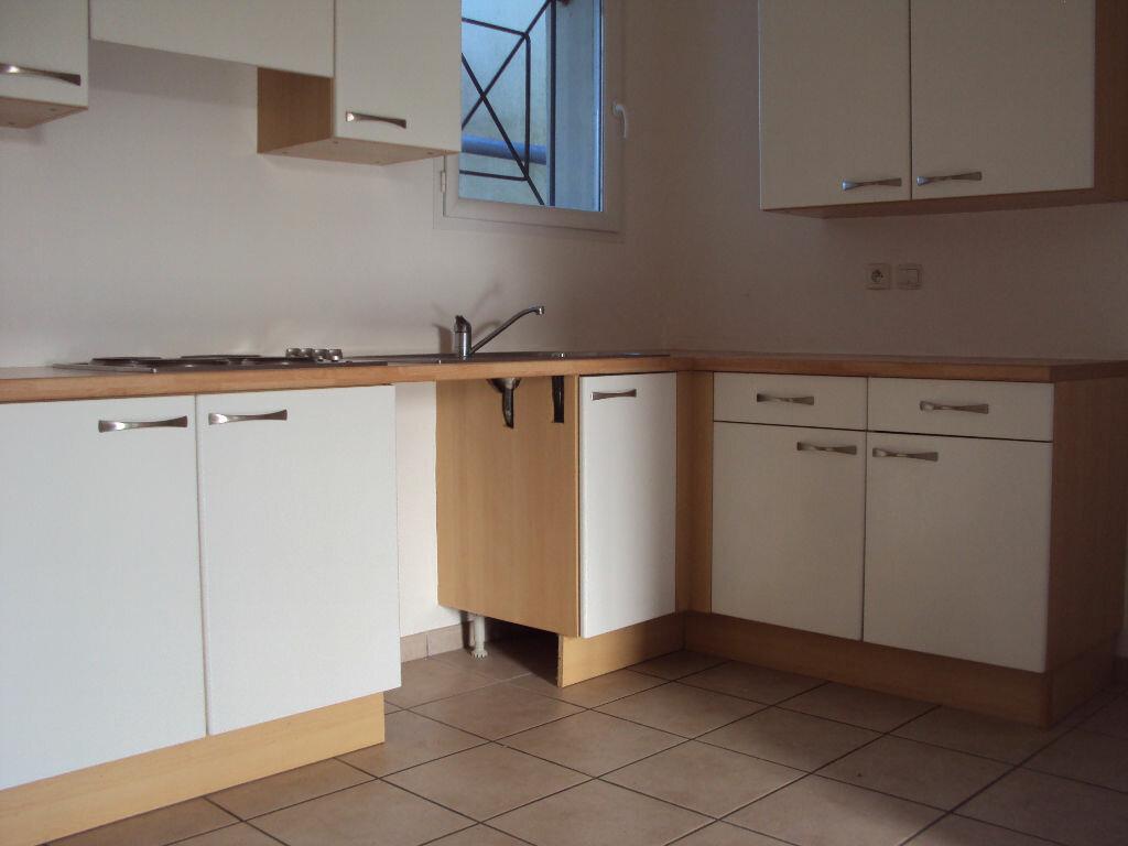 Appartement à louer 3 50m2 à Mont-de-Marsan vignette-2