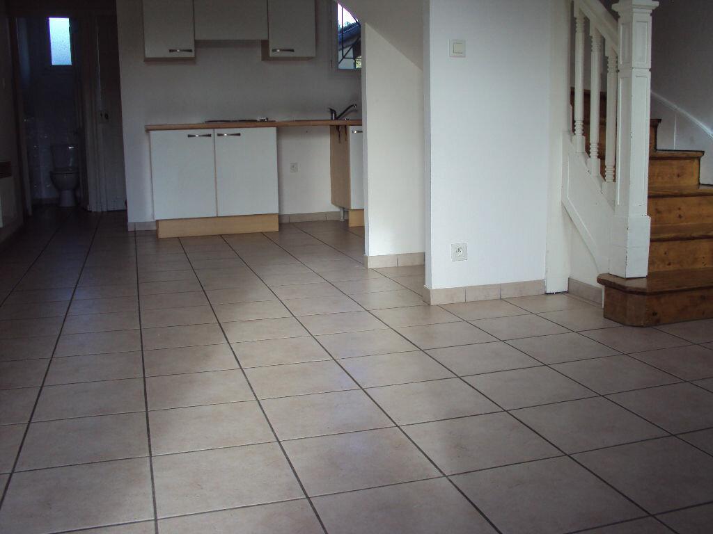 Appartement à louer 3 50m2 à Mont-de-Marsan vignette-3