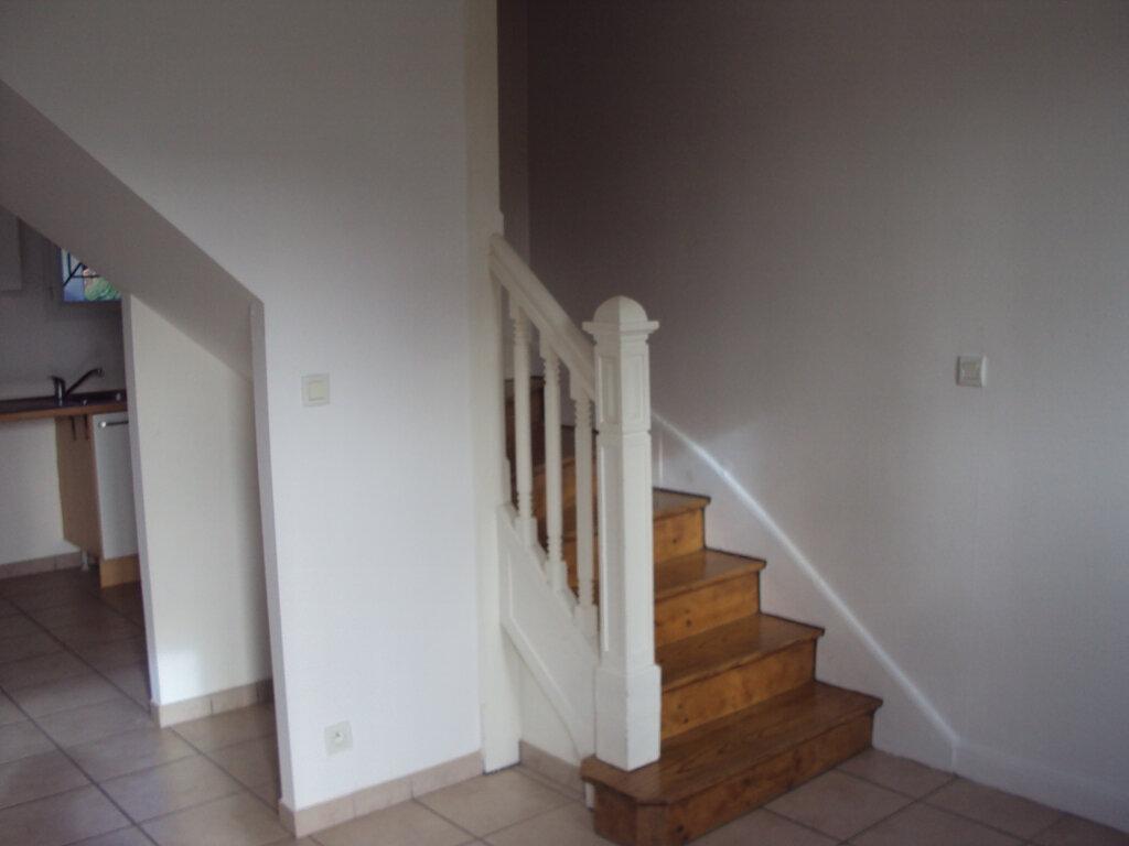 Appartement à louer 3 50m2 à Mont-de-Marsan vignette-4