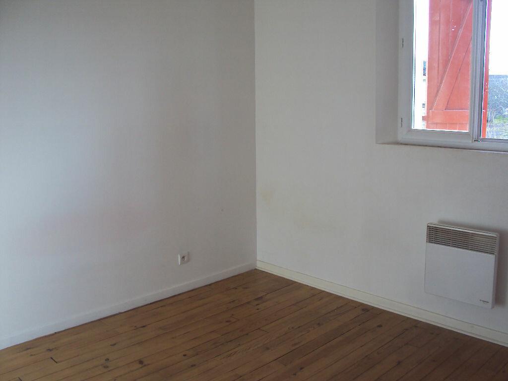 Appartement à louer 3 50m2 à Mont-de-Marsan vignette-6
