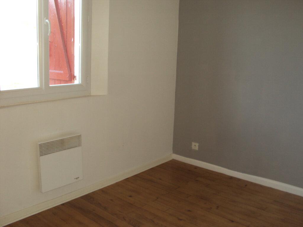 Appartement à louer 3 50m2 à Mont-de-Marsan vignette-7