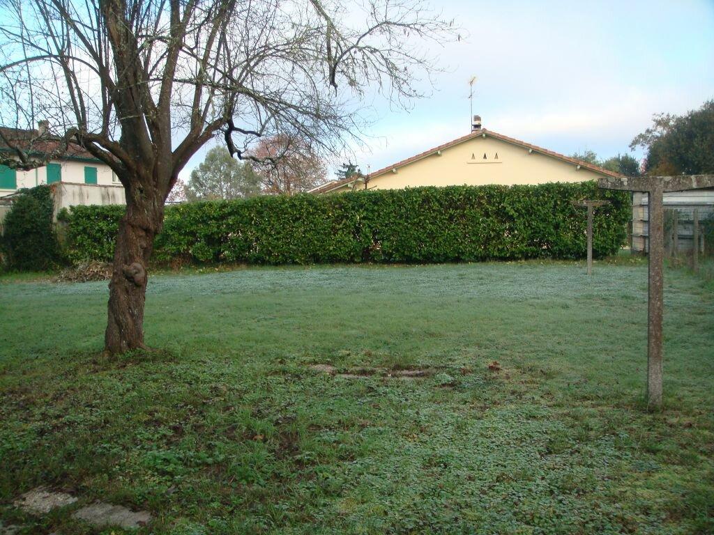Maison à louer 5 104m2 à Saint-Pierre-du-Mont vignette-4